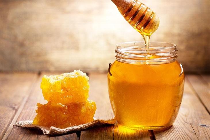 العسل لترطيب البشرة