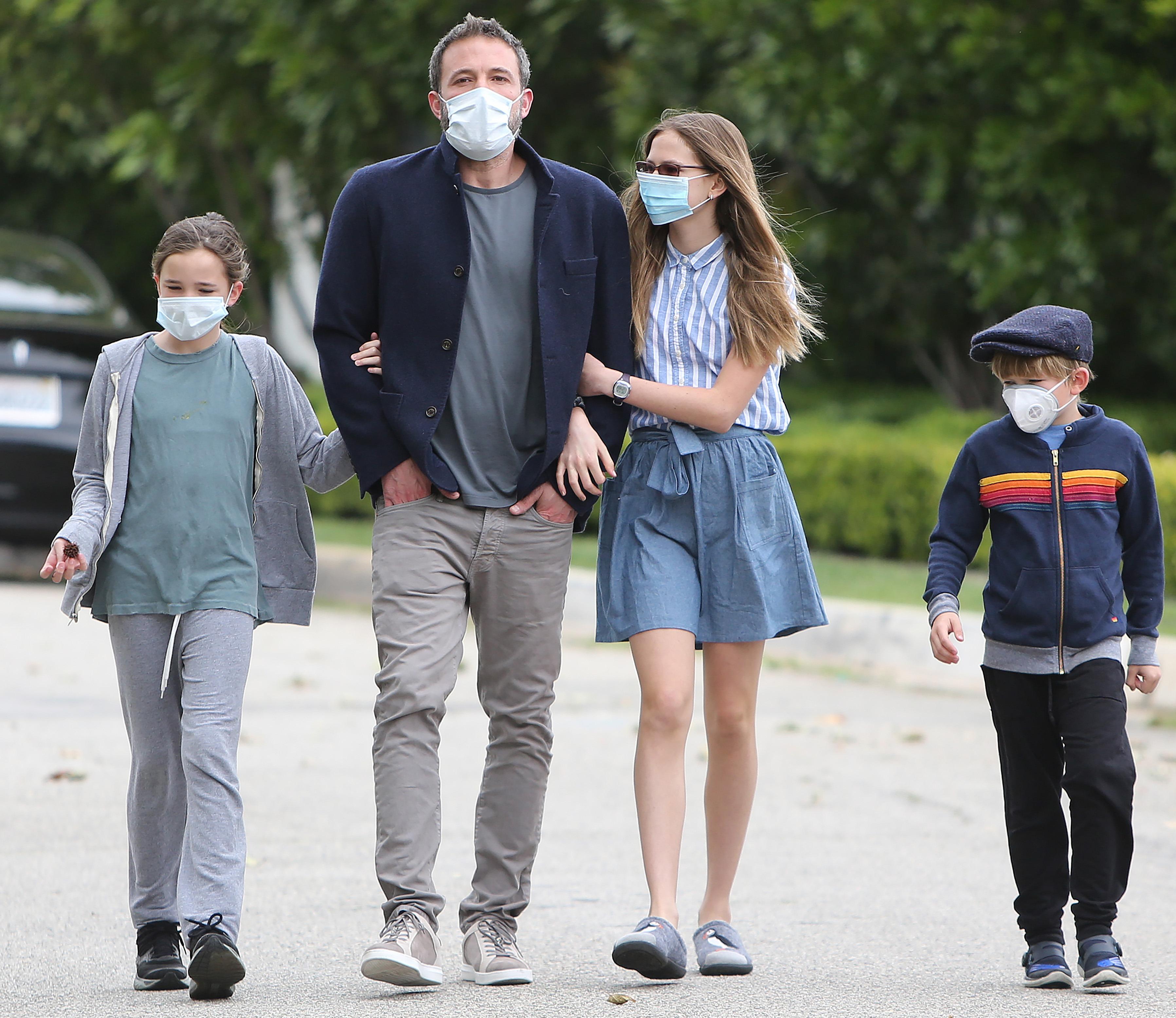 بن أفليك وأولاده فيوليت وسيرافينا وصموئيل