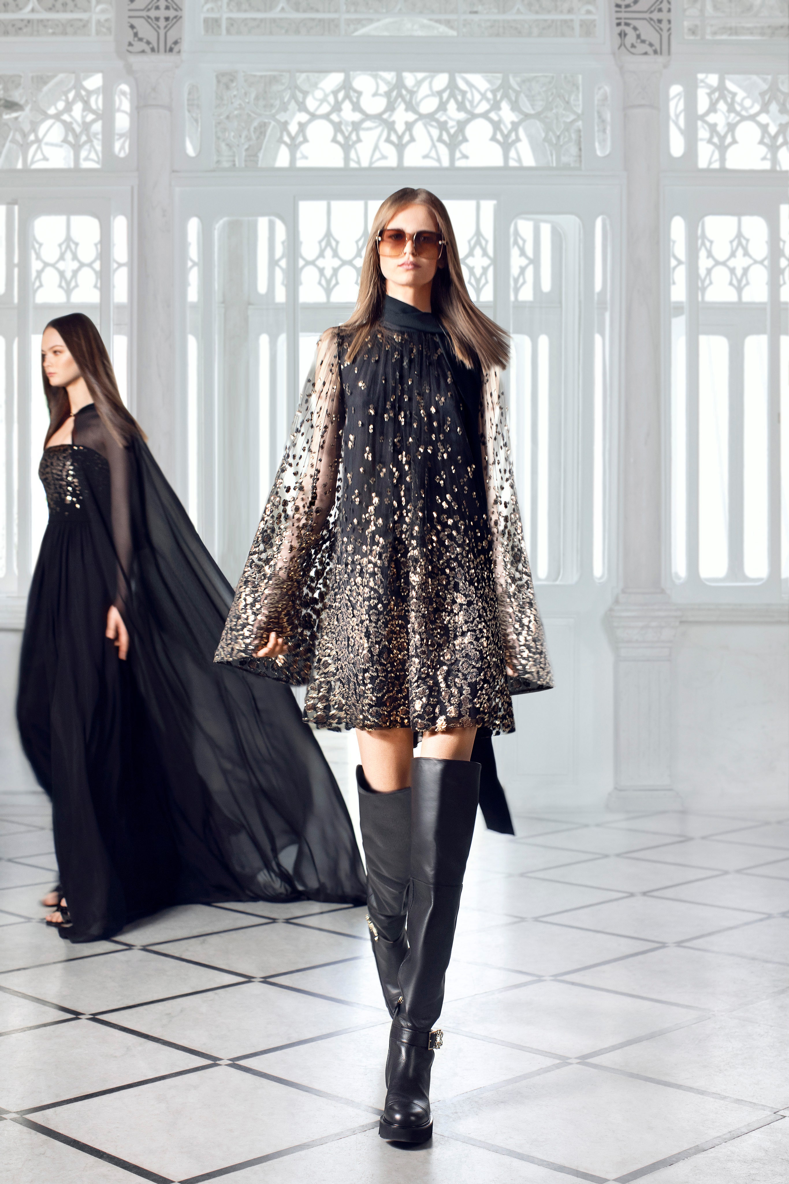 الفساتين بالقصة الواسعة