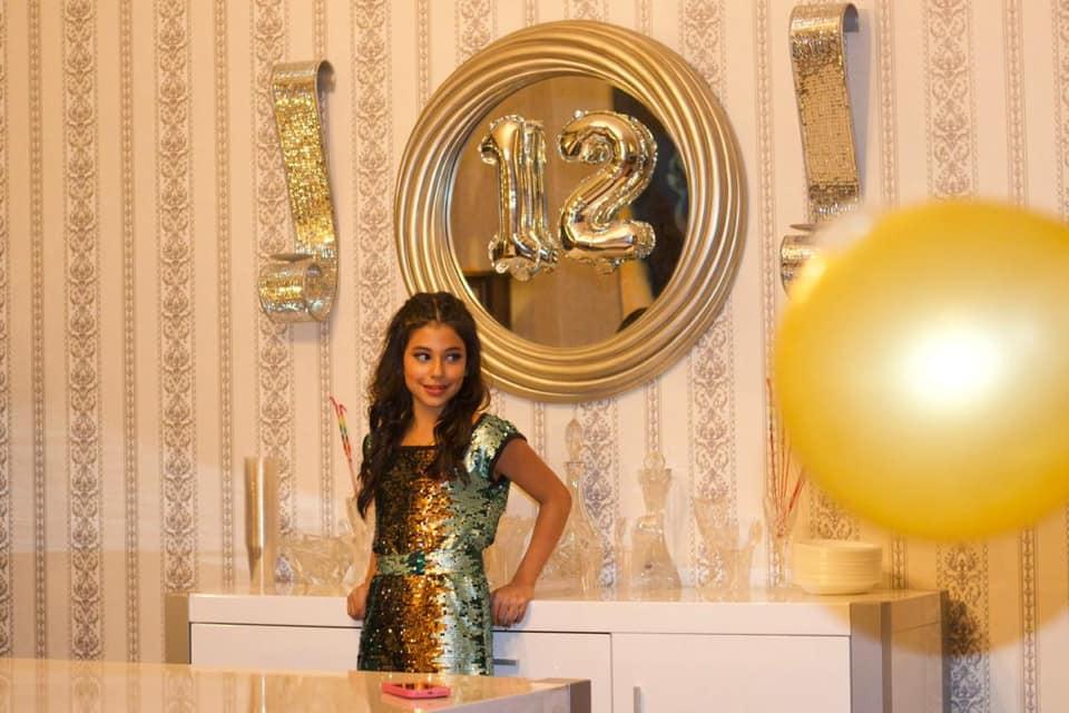 مريم ابنة عبد المنعم عمايري وأمل من حفل عيد ميلادها.jpg
