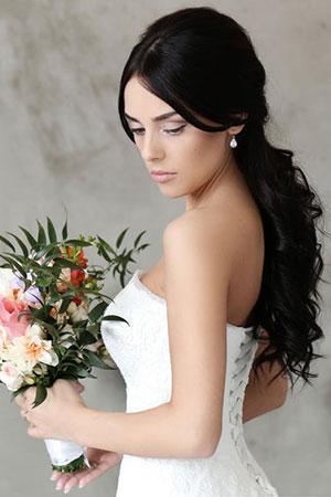 شعر أسود صحي ولامع قبل الزفاف