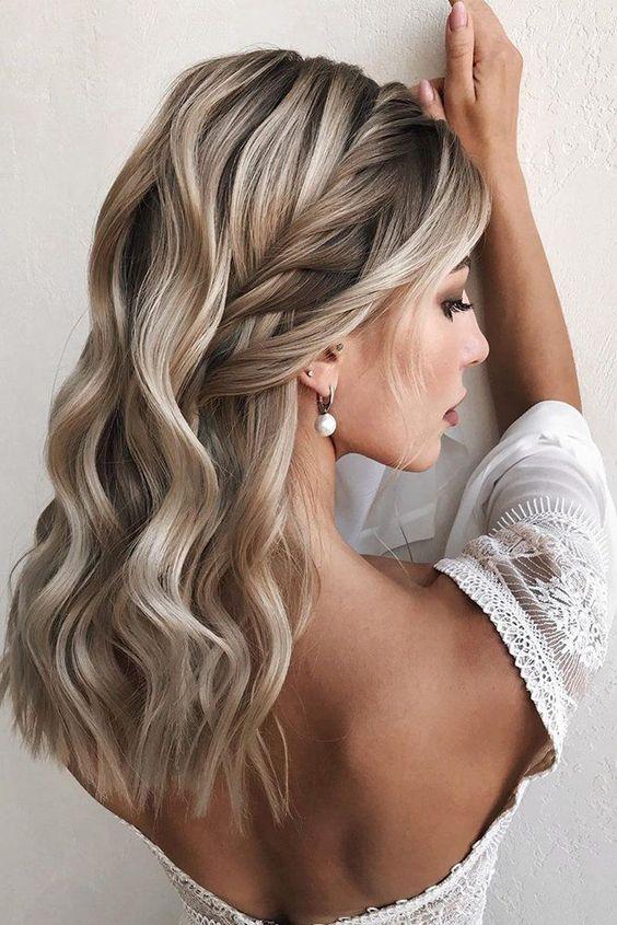 تسريحة مخيّطَة للعروس مع الشعر الويفي