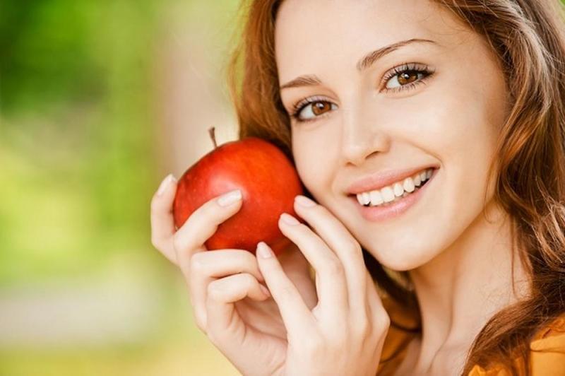 ماسك التفاح وماء الورد