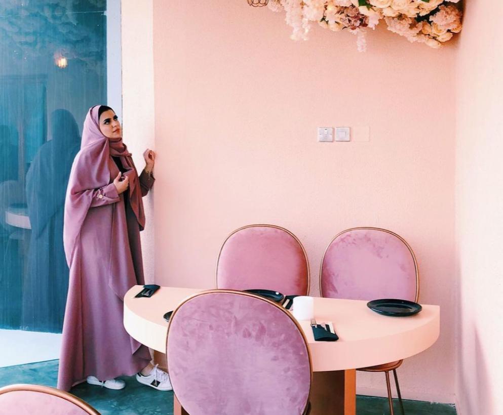 6 عباية شبابية بالون الزهري من الجوهرة القحطاني