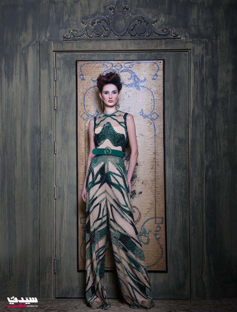 فستان من Saiid Kobeisy أقراط من Jean Paul Karadjian