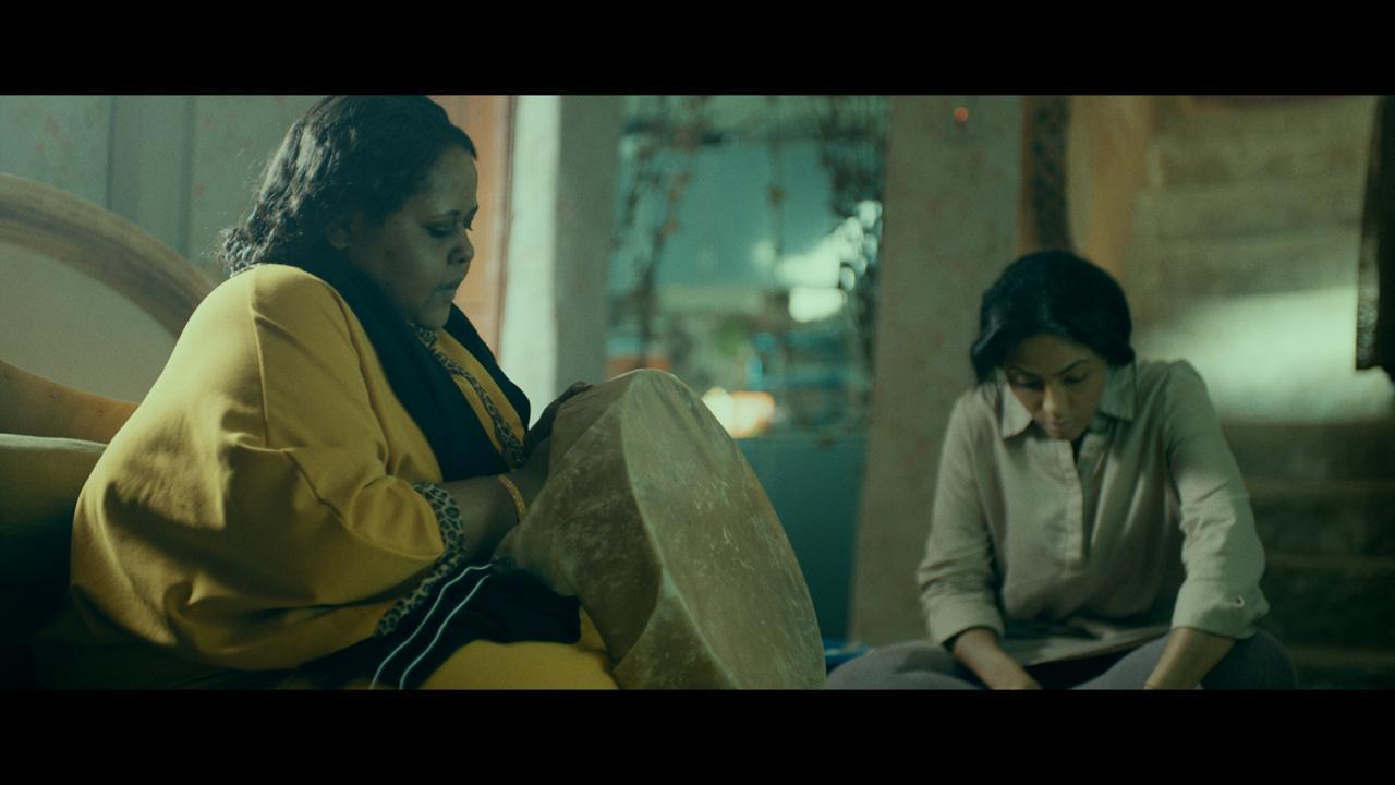 أضوى فهد وراوية أحمد في مشهد من الفيلم