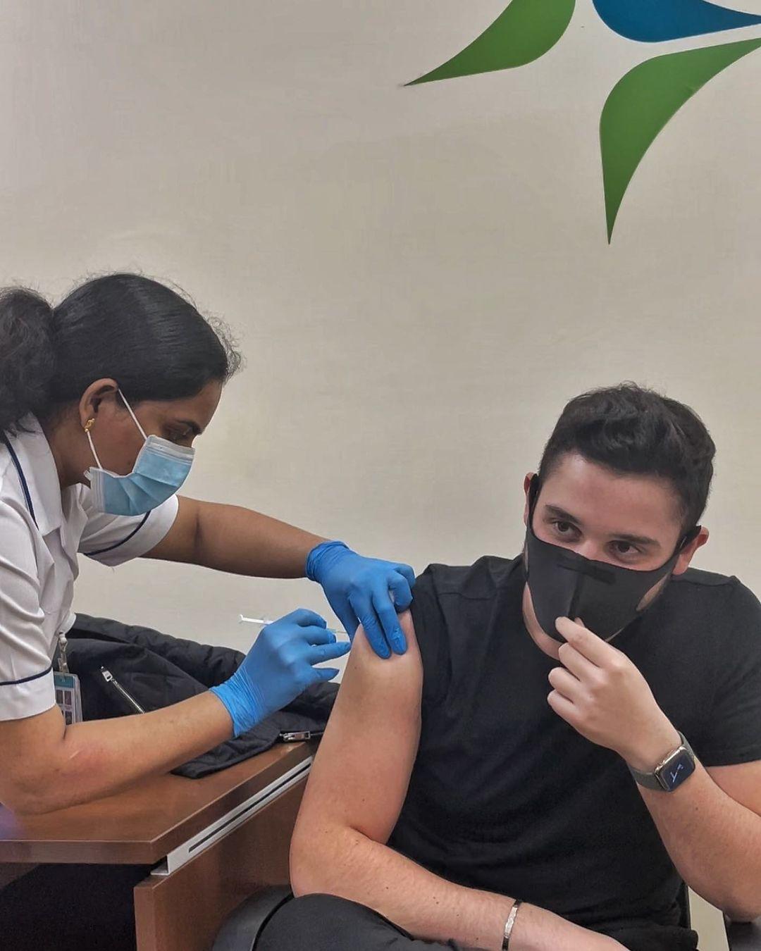 الوليد يخضع للقاح