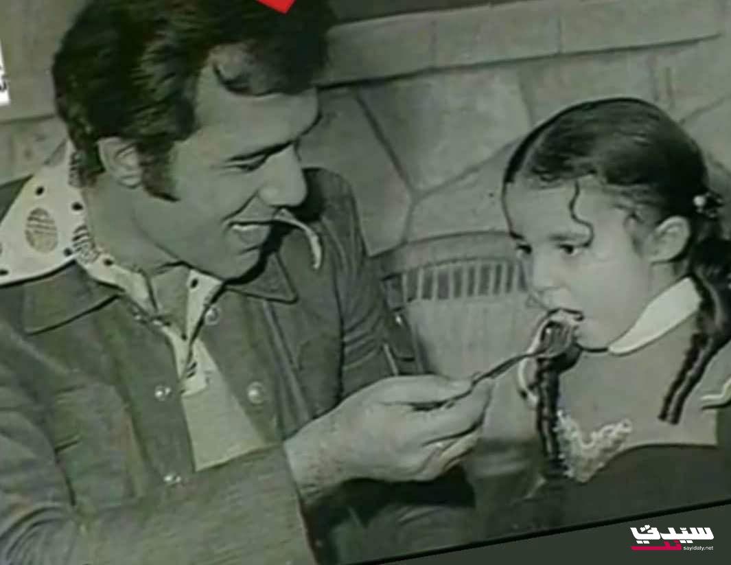 محمود ياسين يطعم ابنته رانيا