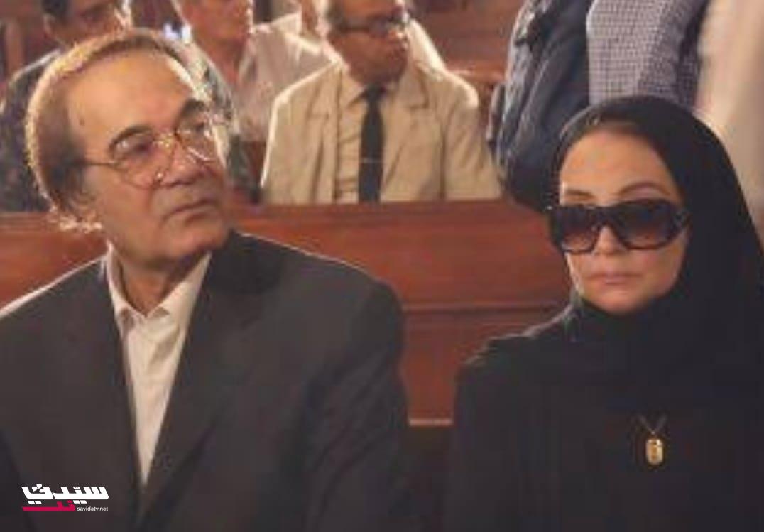 محمود مع شهيرة في أحد واجبات العزاء