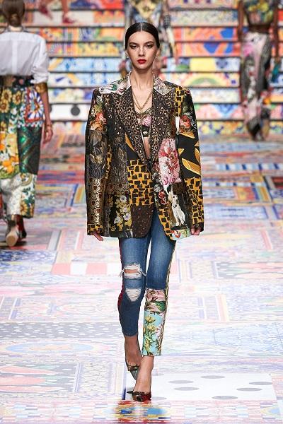 بنطلون جينز عصري بالطبعات من دولتشي اند غابانا Dolce&Gabbana