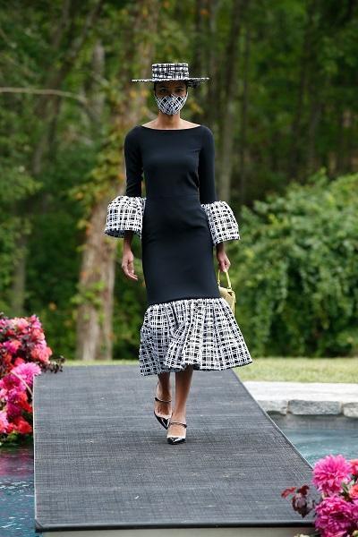 فستان بتفاصيل الكارو من كريستيان سريانو Christian Siriano