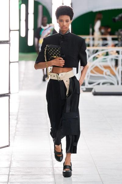 الجاكيت القصيرة باللون الأسود من لويس فويتون Louis Vuitton