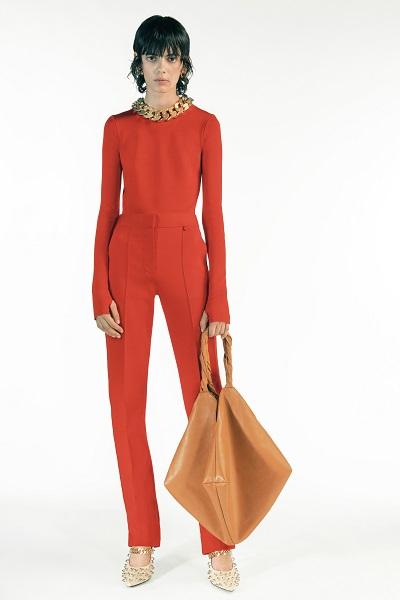 مبسوت باللون الأحمر من جيفنشي Givenchy