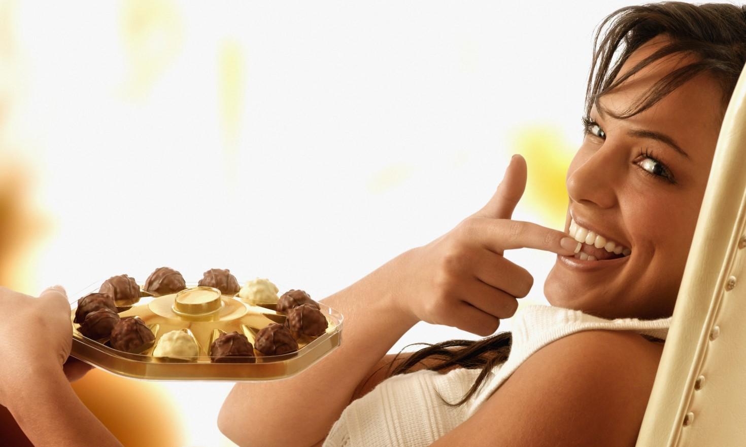 ابتعدي عن الشوكولاتة التي يدخل الحليب في مكوناتها