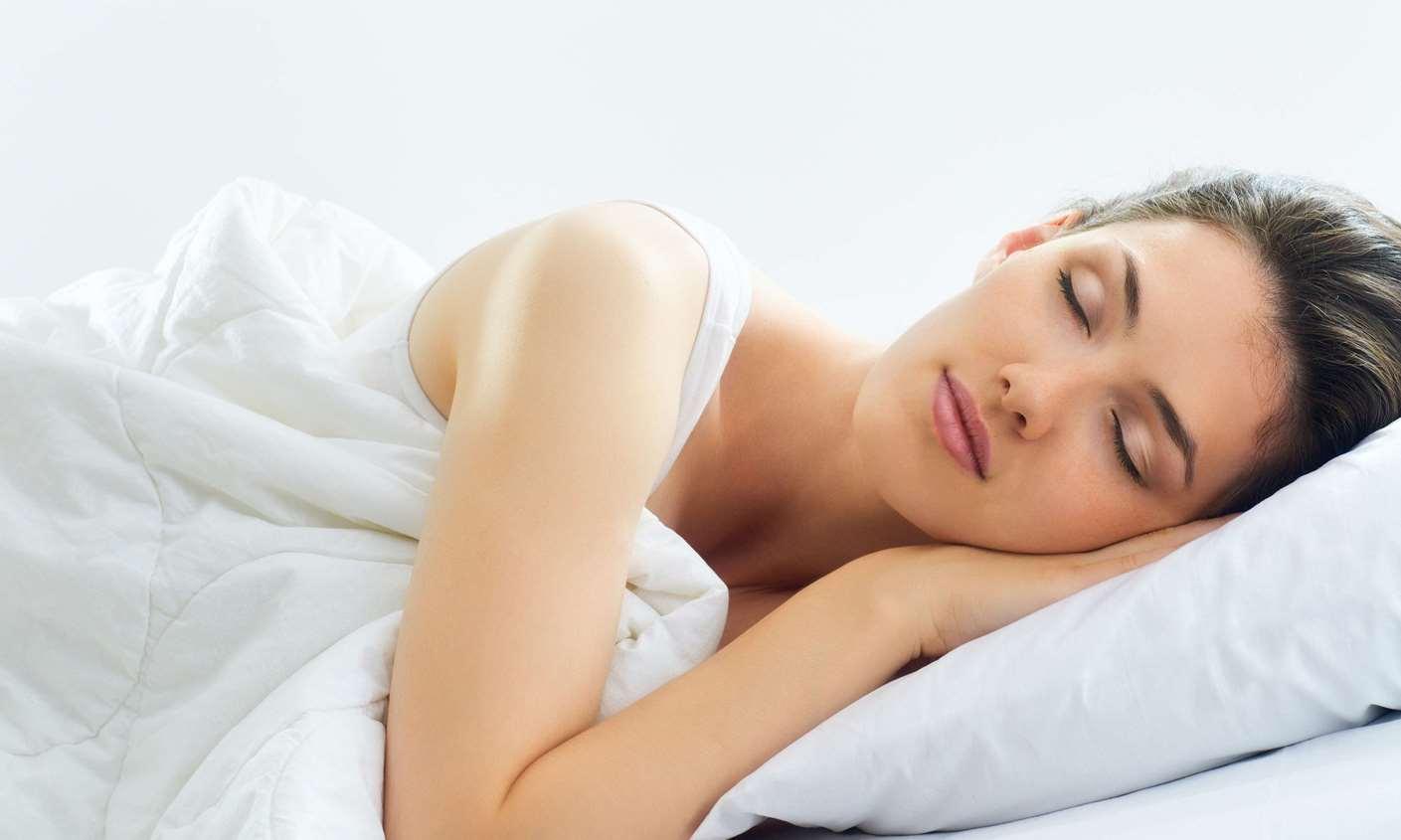 تعلمي كيفية الإستسلام للنوم بسهولة