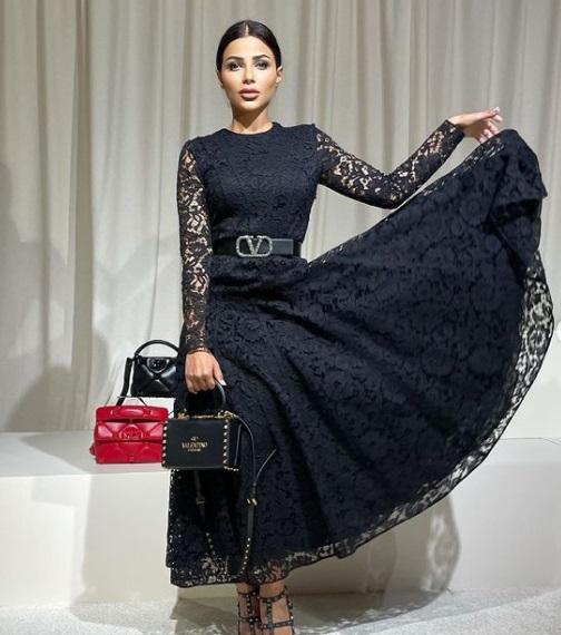 فستان من فالنتينو