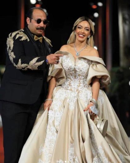 محمد ثروت وزوجته.. الصورة من حسابه على انستقرام.PNG