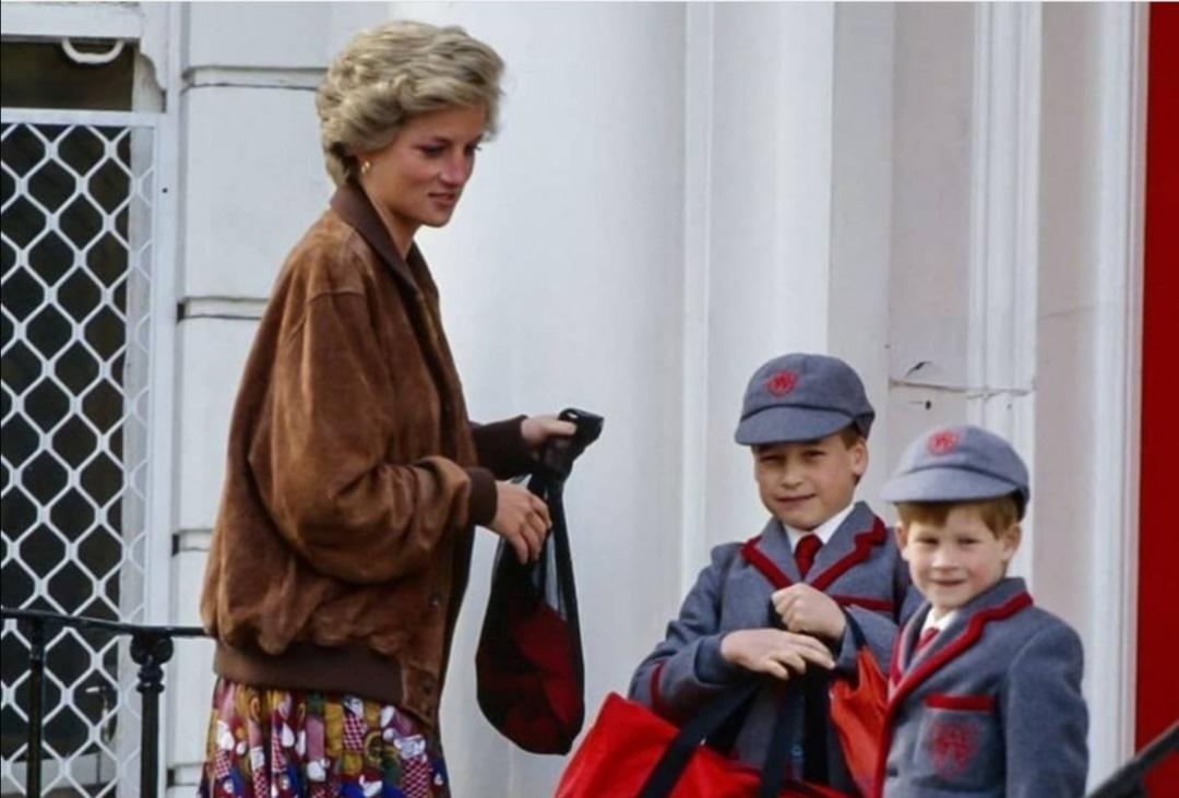 الأميرة ديانا مع ابنيها ويليام وهاري- الصورة من حساب ديانا على إنستغرام