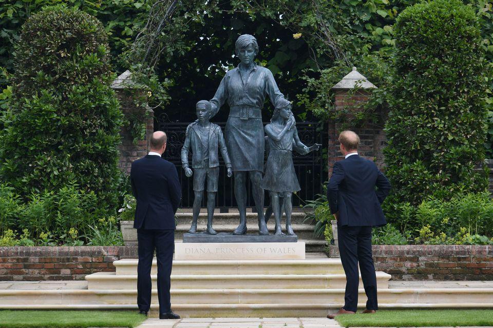تمثال الأميرة ديانا- الصورة من موقع رويترز