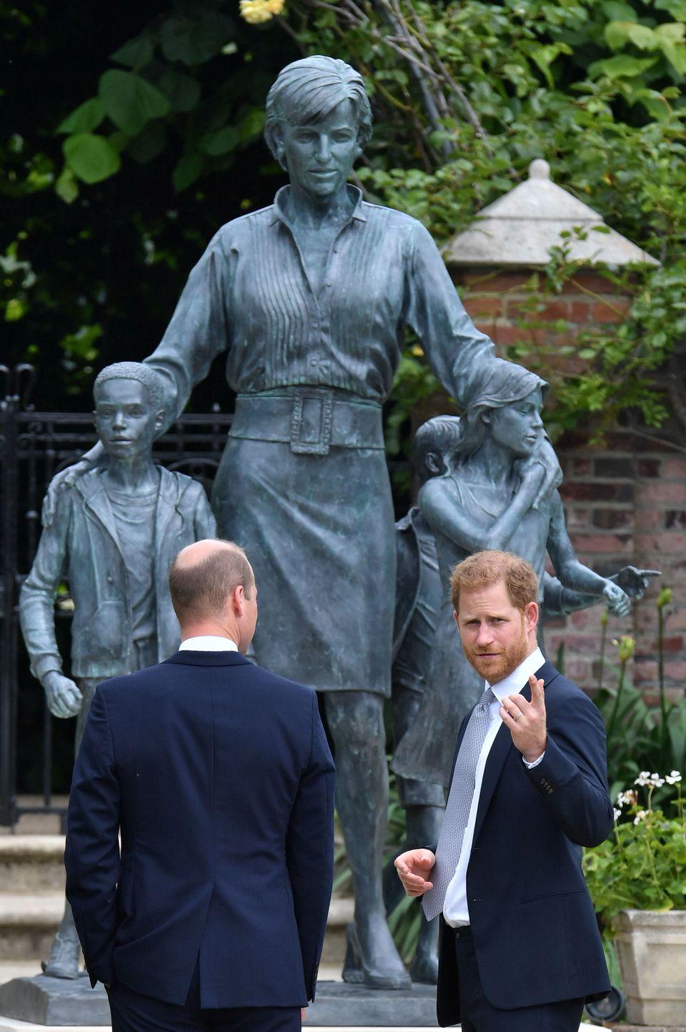 تمثال الأميرة ديانا- الصورة من موقع رويترز---.jpg