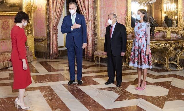 الملك فيليب السادس والملكة ليتيتزيا وأنطونيو غوتيريش يرحبون بالحضور- الصورة من موقع New my royals.jpg