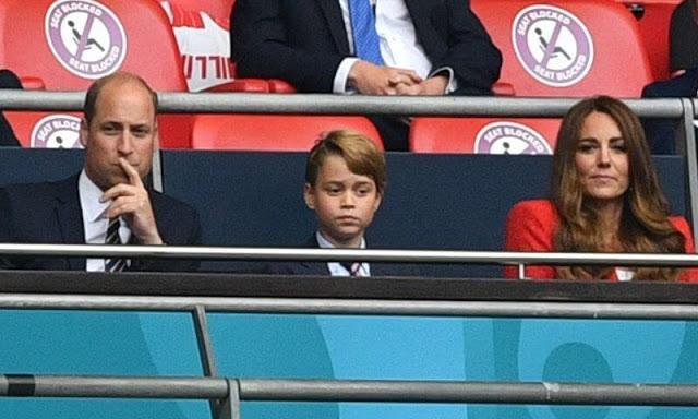 كيت وويليام وابنهما جورج يشاهدون المبارة بين إنجلترا وألمانيا - الصورة من موقع New my royals.jpg