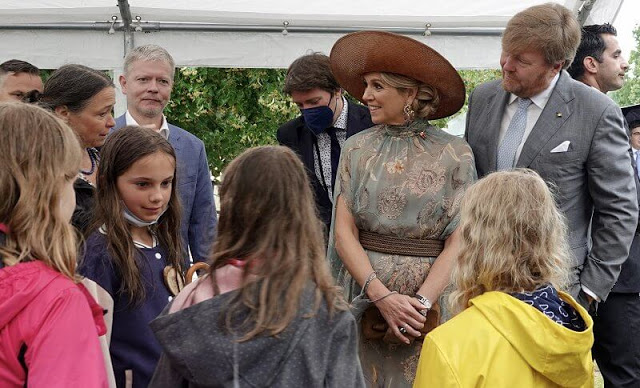 الملك ويليم والملكة ماكسيما في زيارة للمدينة الخضراء في حديقة هيرزبيرج للمناظر الطبيعية- الصورة من موقع New -----my royals.jpg