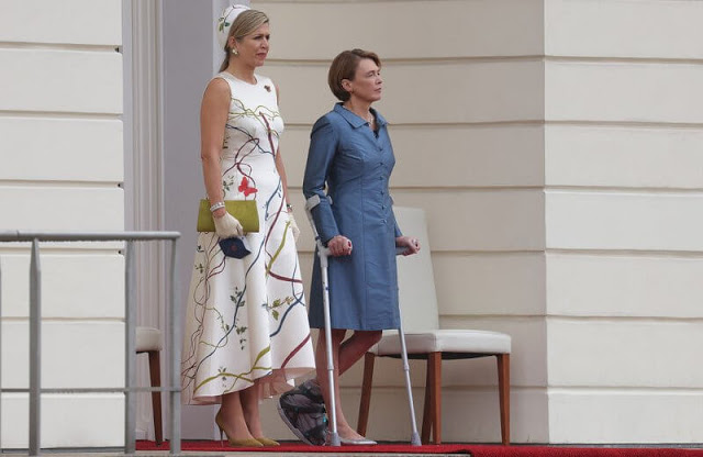 الملكة ماكسيما مع السيدة الأولى إلكه بودينبندر - الصورة من موقع New my royals.jpg