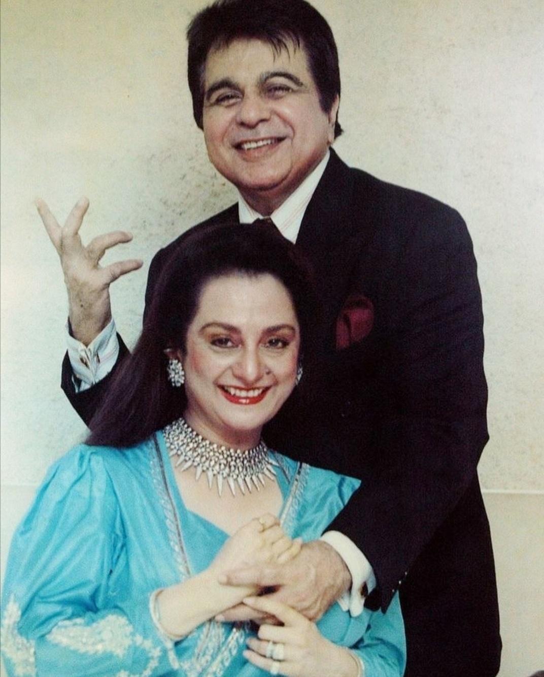ديليب كومار وزوجته سايرا بانو- الصورة من حساب Instant Bollywood على إنستغرام.jpg
