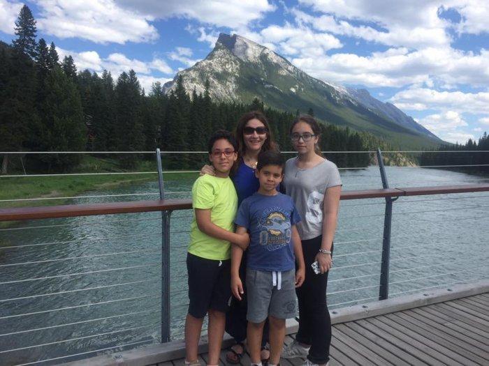 جيهان فاضل وأبناؤها.. الصورة من حسابها على فيسبوك