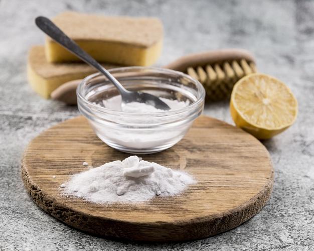 خلطة كربونات الصودا لتنظيف الأظافر