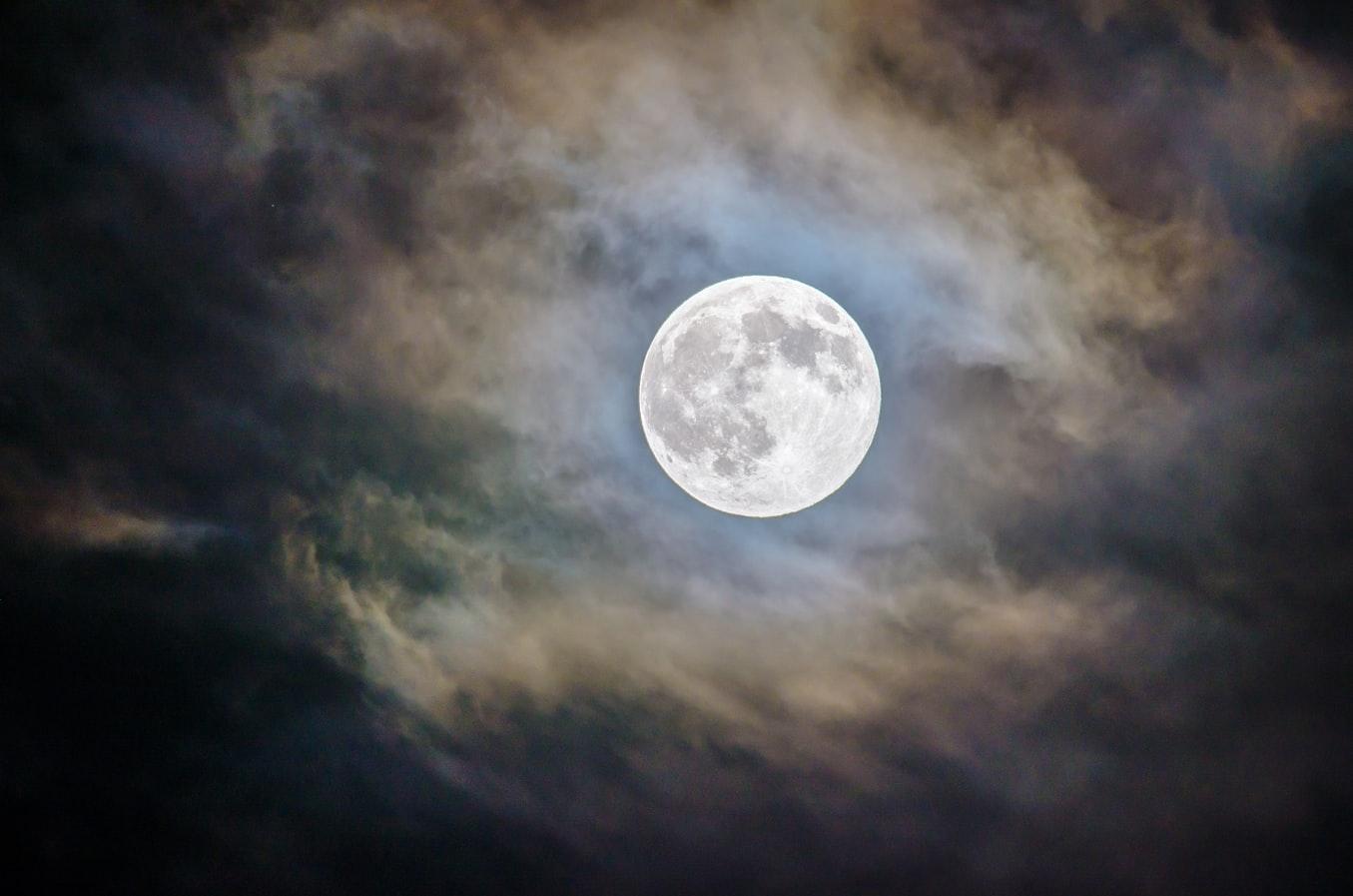 استخدام الطاقة القمري