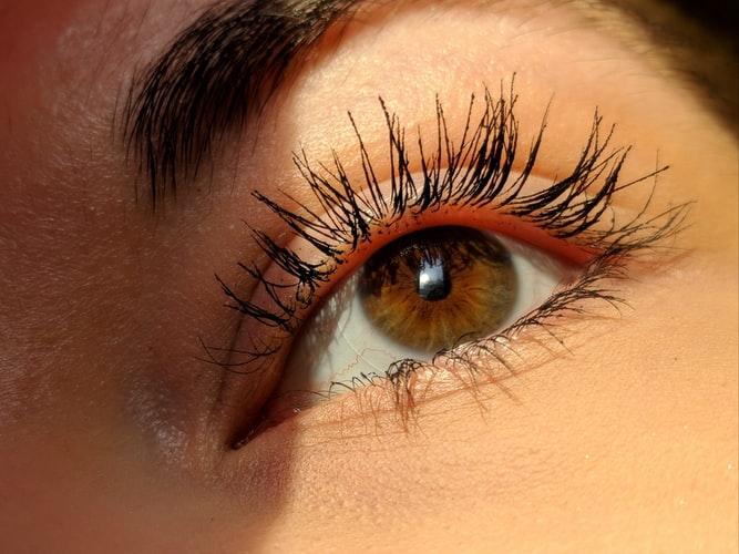 الماسكرا ومكياج العيون