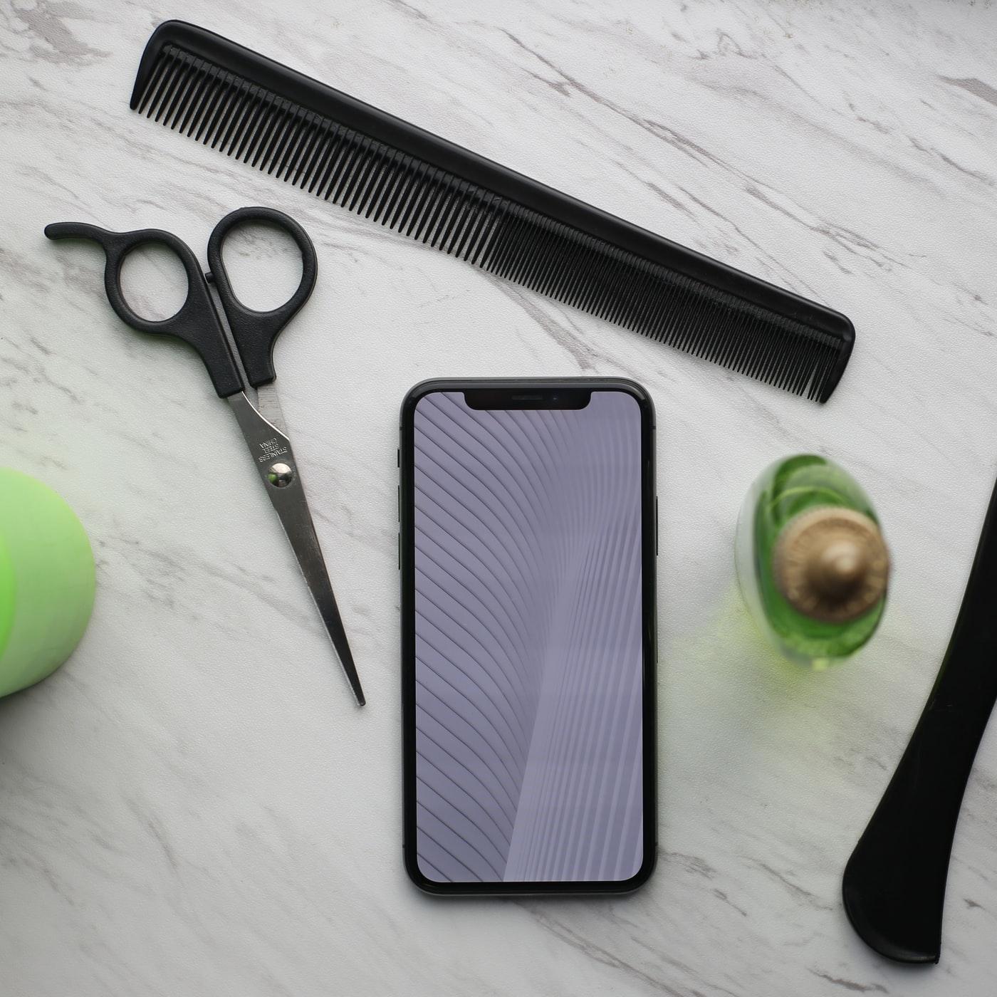 تنظيف فرشاة الشعر بالقشرة