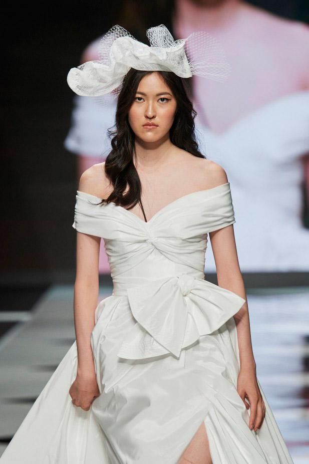 فستان زفاف مع فيونكات من ميزون سينيور Maison Signore