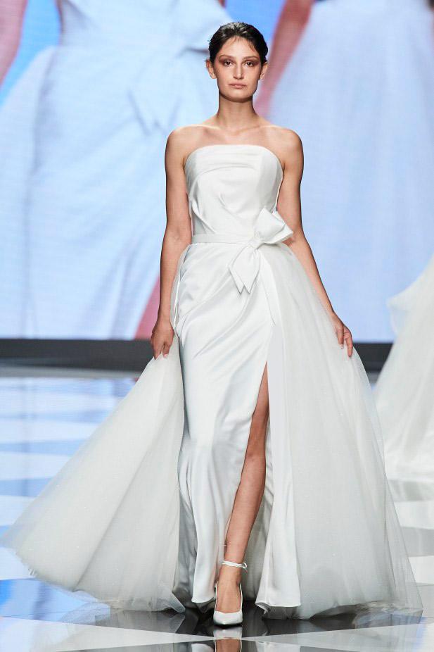 فستان زفاف مع فيونكات من تيري إيلافلا Terry Ilafla