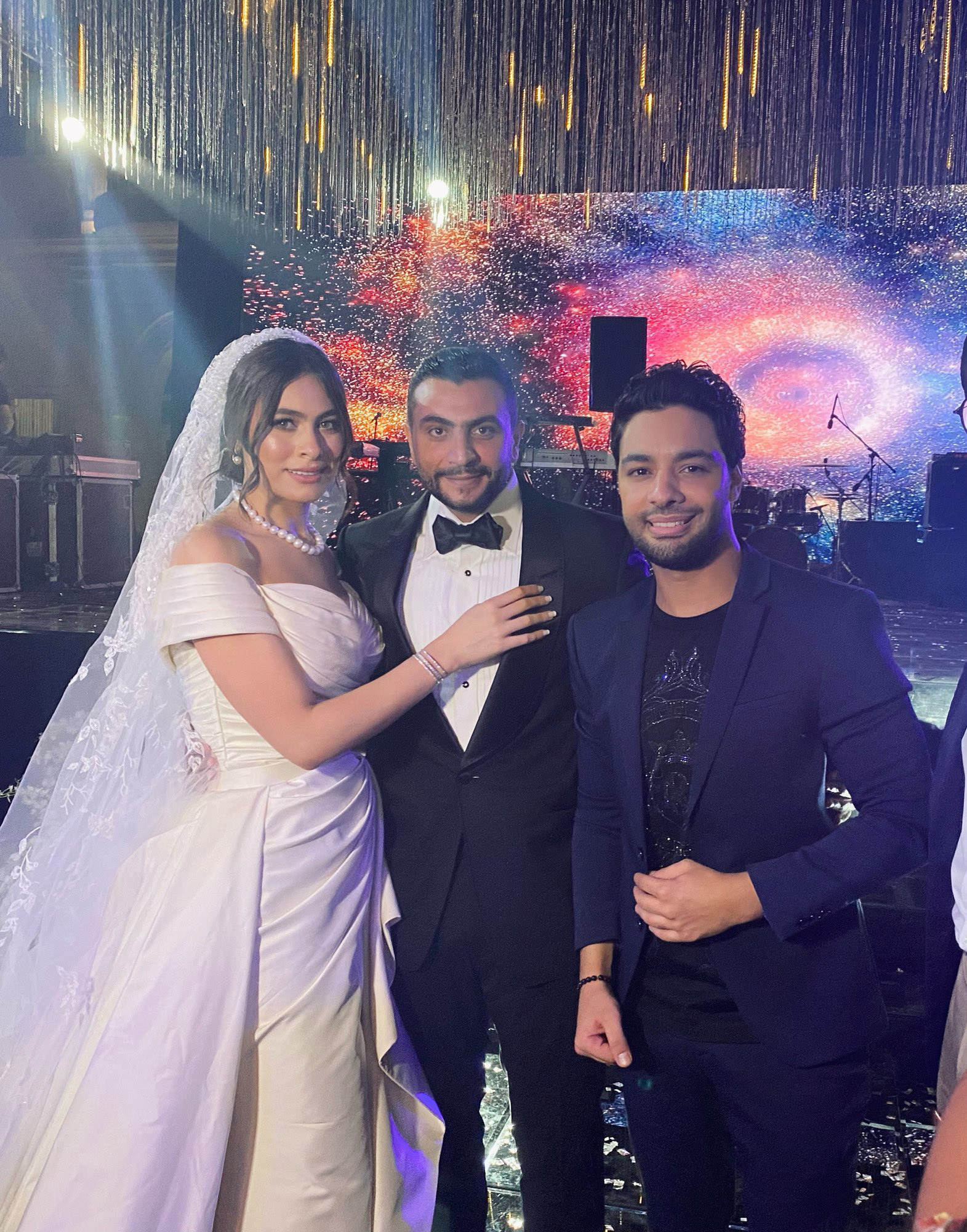 أحمد جمال مع العروسين هاجر أحمد وأحمد الحداد