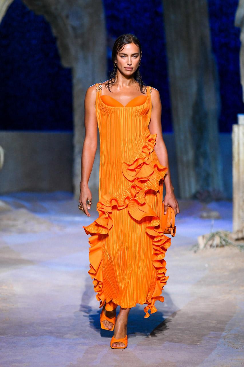 فستان فيرساتشي