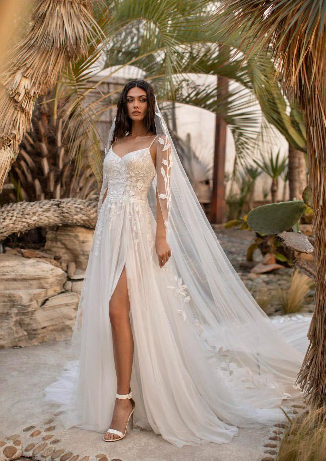 فستان زفاف بفتحة جانبية من برونوفياس كروز Pronovias Cruise