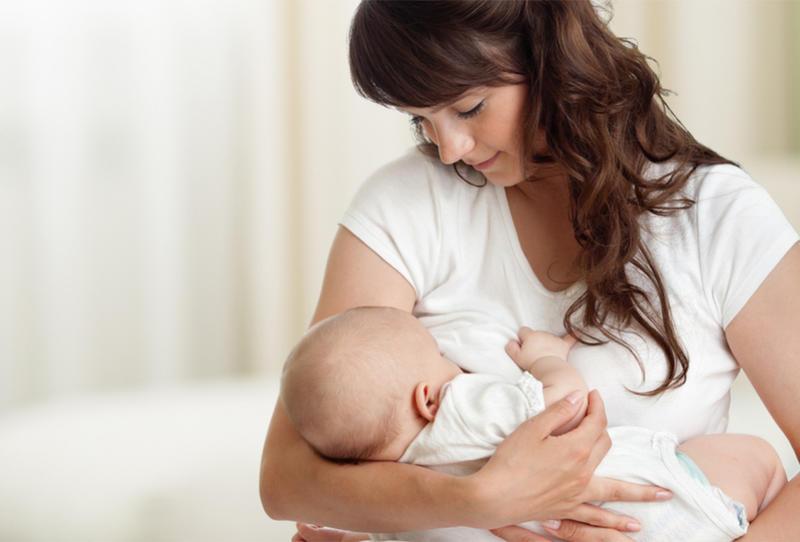 تنظيم وجبات الطفل الرضيع تبعاً لعمره بالأشهر