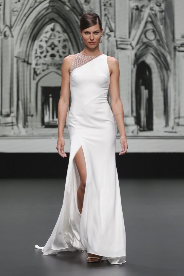 فستان زفاف مع فتحة جانبية من هاوس أوف سانت باتريك House of St Patrick