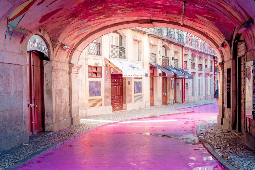 الشارع الوردي في مدينة لشبونة البرتغالية
