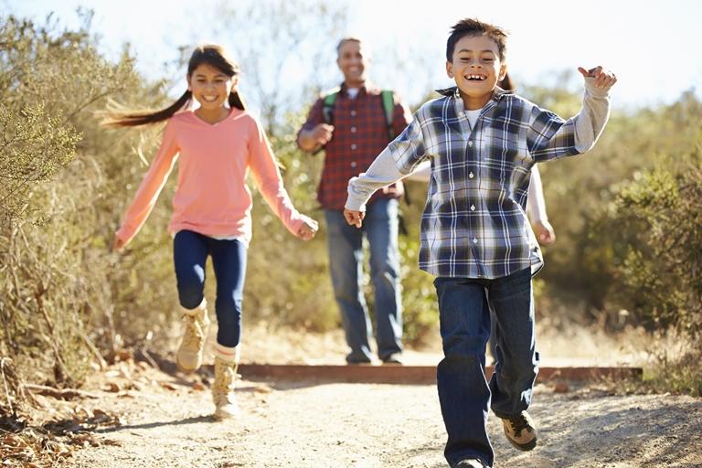 الأطفال البالغين من العمر 9 سنوات يستغلون الحرية الممنوحة