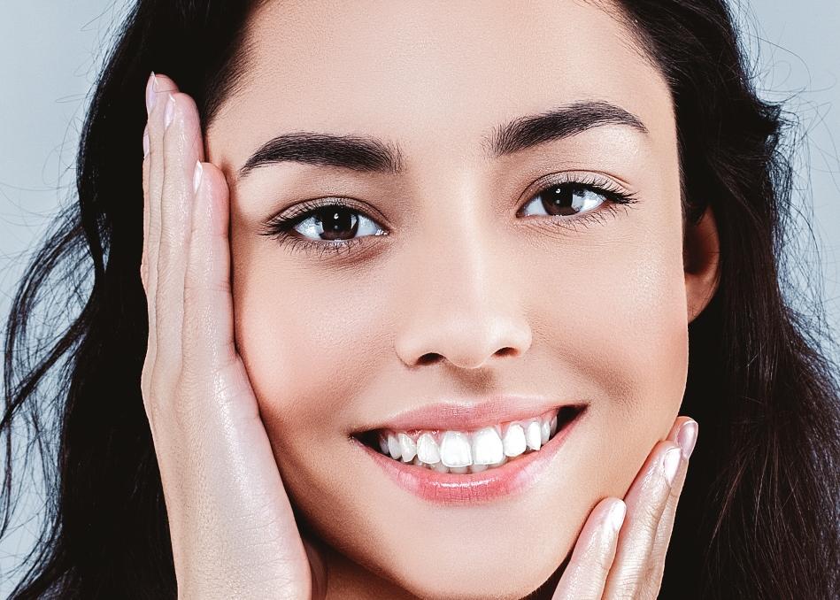 العوامل الوراثيّة، والهرمونيّة، تؤدي الى زيادة إنتاج الدهون في الوجه