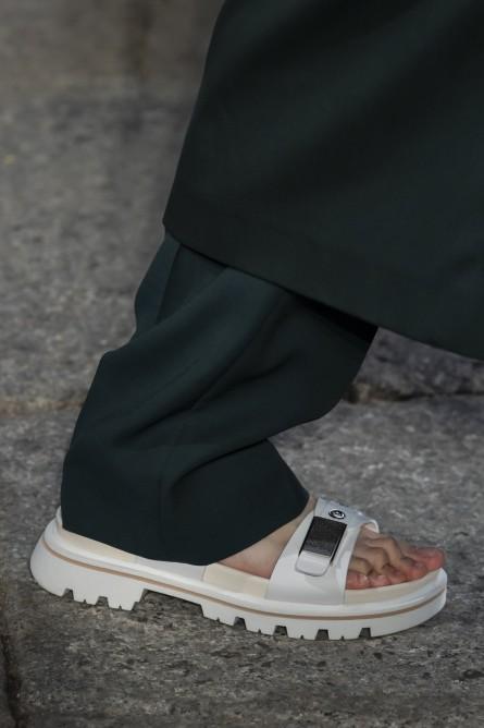 حذاء أبيض من وحي بوس Boss