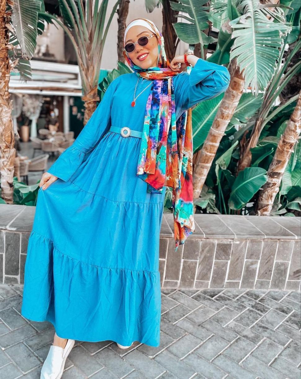 10 ندى الدبركي بفستان ازرق صيفي -الصورة من حسابها على الانستغرام