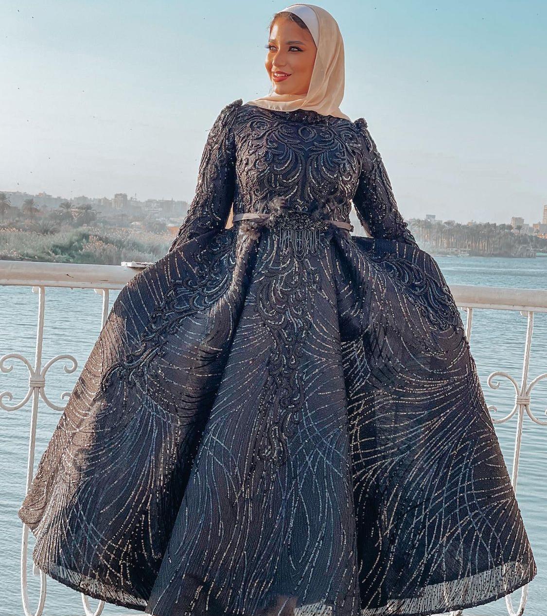 1 مريم سيف بفستان اسود مطرز -الصورة من حسابها على الانستغرام
