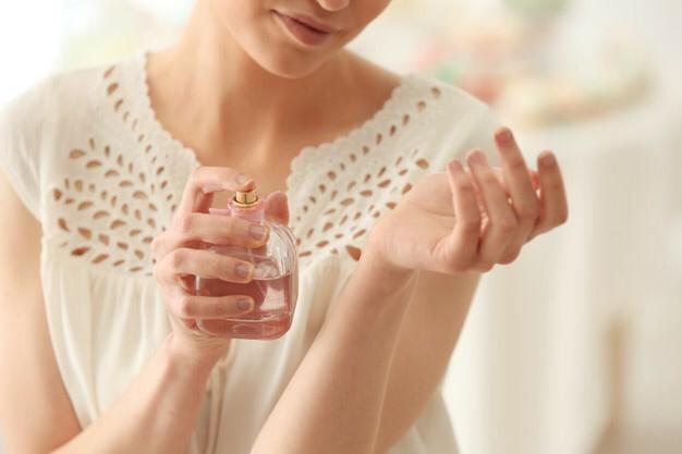 1 طريقة اختيار العطر المناسب لشخصيتك