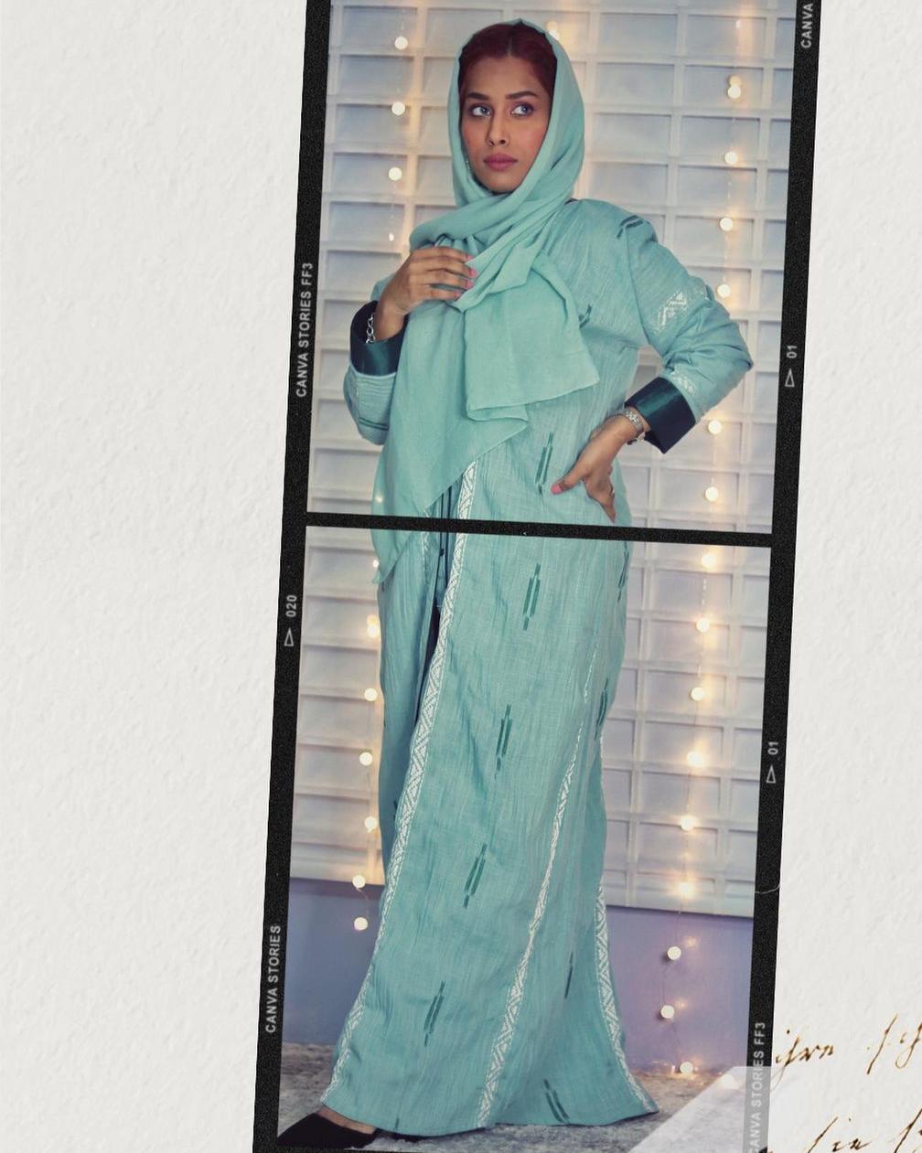 منى اشرف بعباية صيفية -الصورة من حسابها على الانستغرام