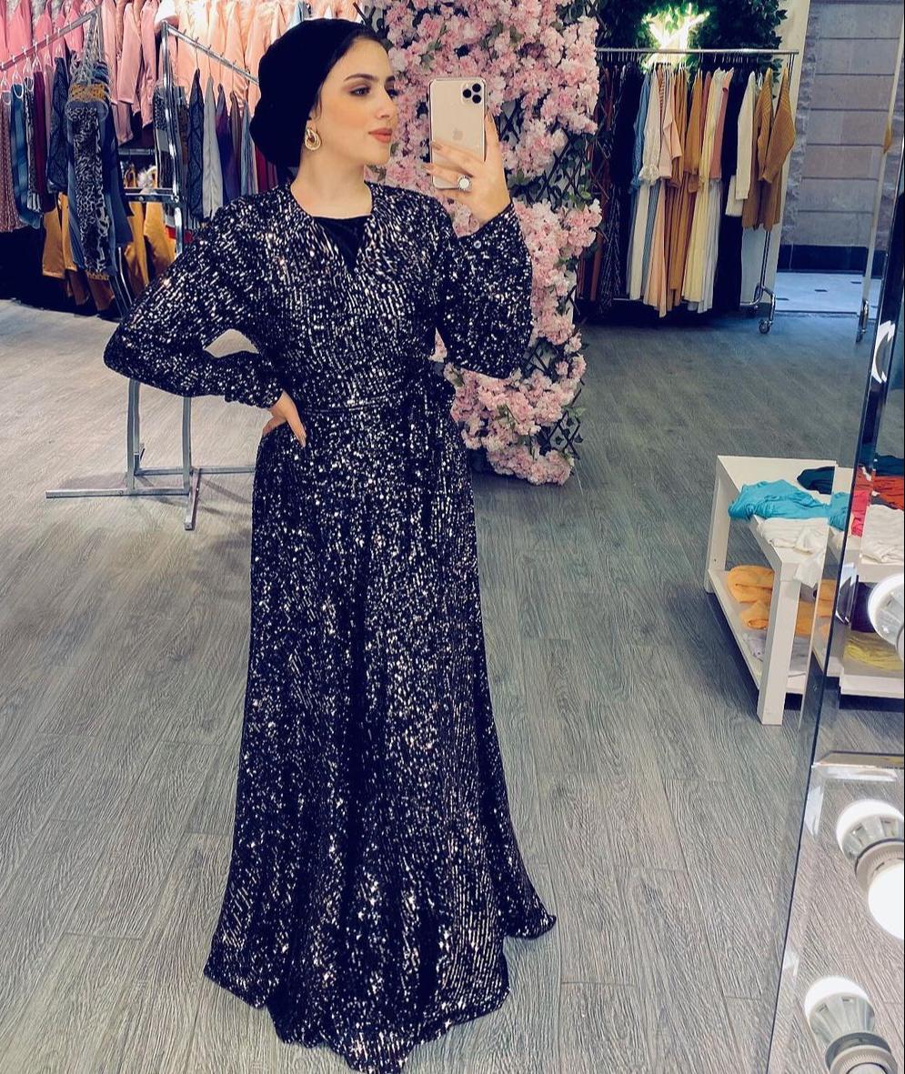 سارة طارق بفستان لامع للسهرة -الصورة من حسابها على الانستغرام